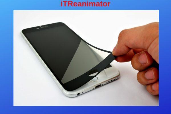 Приклеиваем защитное стекло наэкран смартфона вдомашних условиях